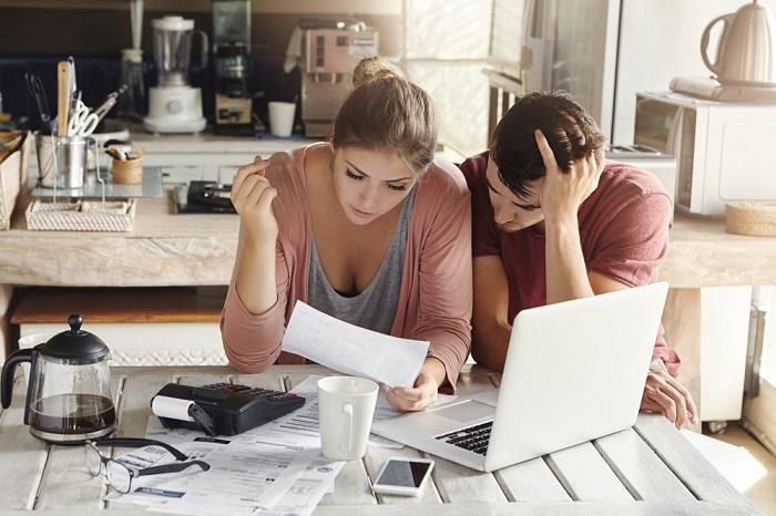 átlagosan 418 ezer forint megtakarításuk van a 19 és 29 év közöttieknek, mégis szoronganak pénzügyeik miatt